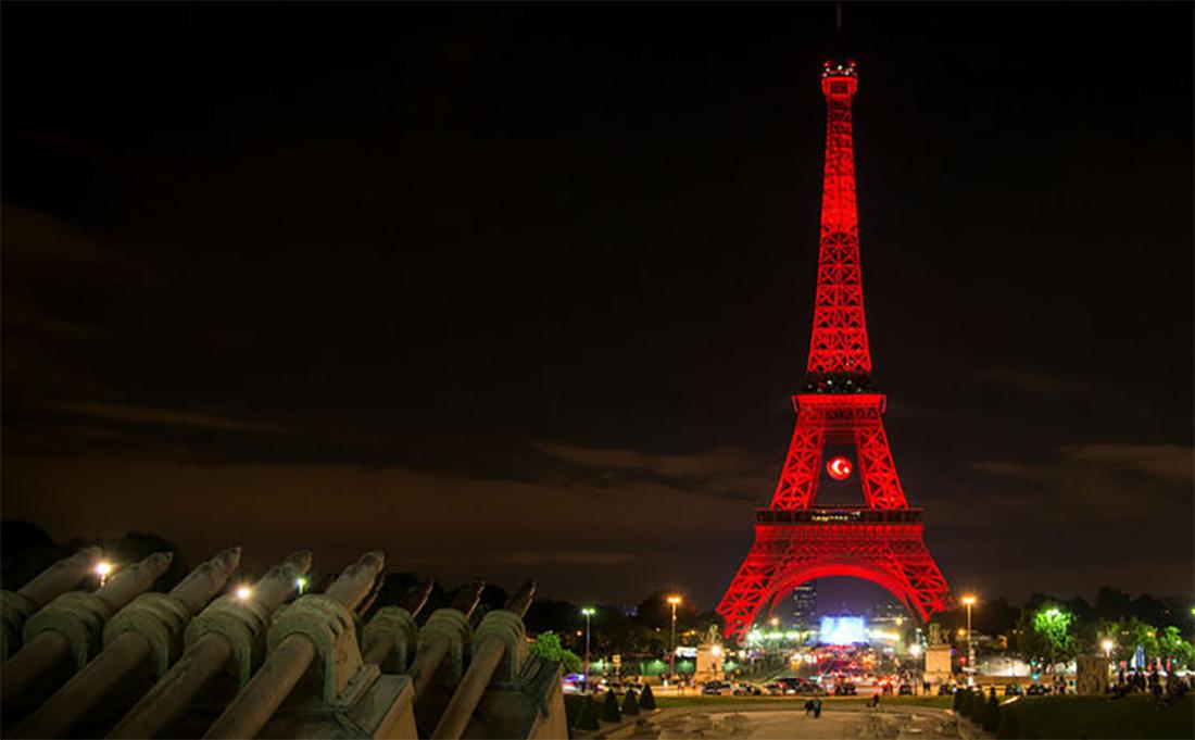 La tour eiffel arbore les couleurs de la turquie - Couleur de la tour eiffel ...