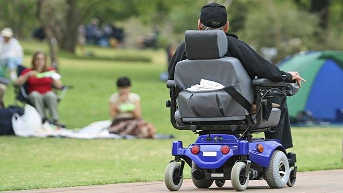 Un nonagénaire arrêté sur l'autoroute avec son fauteuil roulant — Écosse