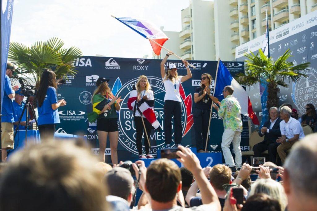 Isa world surfing games les fran aises pauline ado et for Interieur sport johanne defay