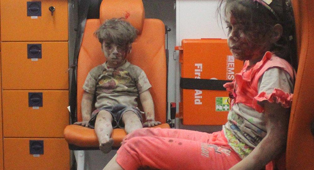 Le petit Omran, symbole du drame d'Alep, resurgit sur le Web