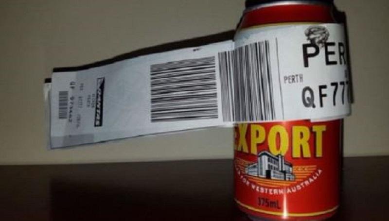 Une canette de bière comme unique bagage en soute — Australie