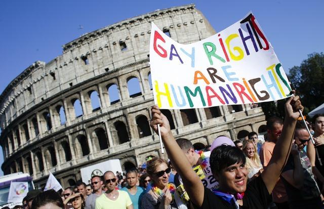 Un hôtel refuse la réservation d'un couple homosexuel car il n'accepte