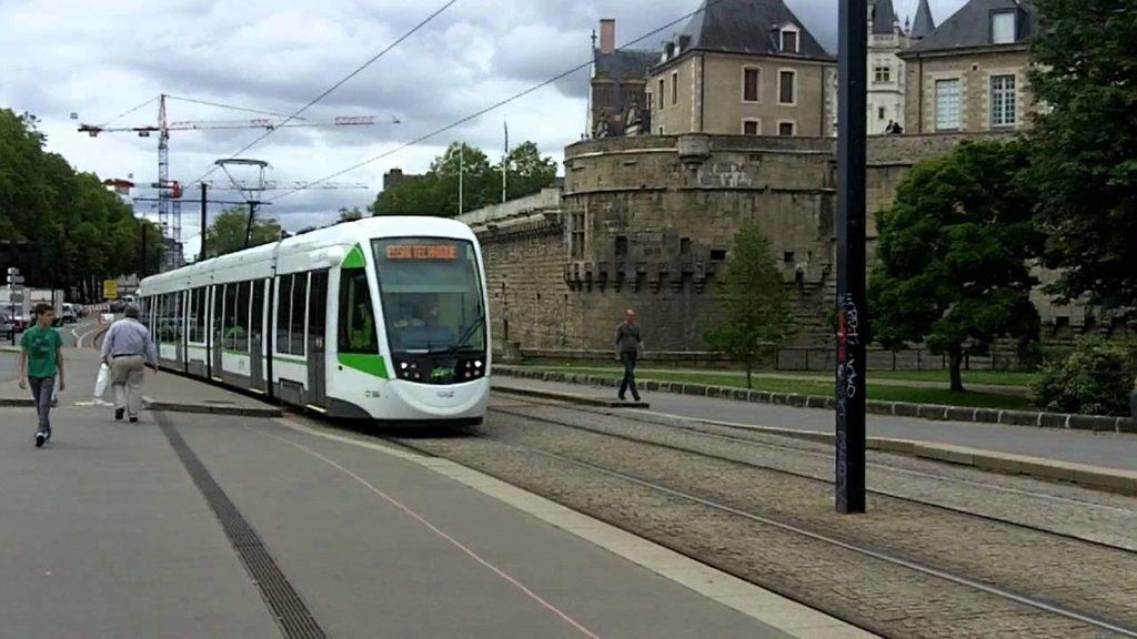 Un homme poignardé dans le tramway — Nantes