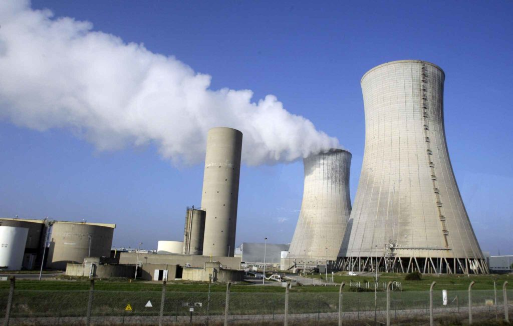 Jusqu'à 17 centrales seront fermées, annonce Nicolas Hulot — Nucléaire