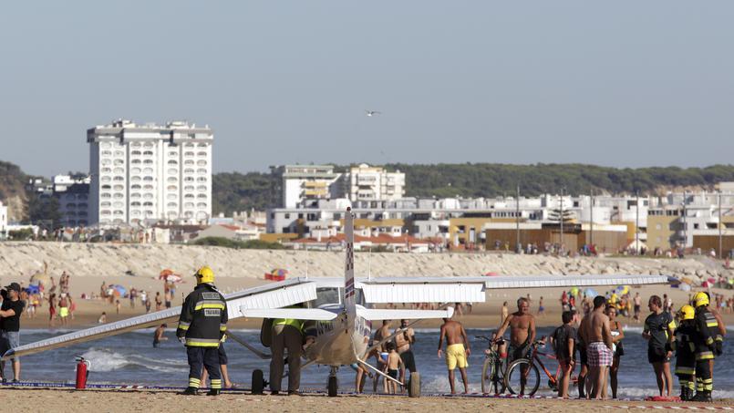 L'atterrissage d'un avion sur une plage bondée fait deux morts — Portugal