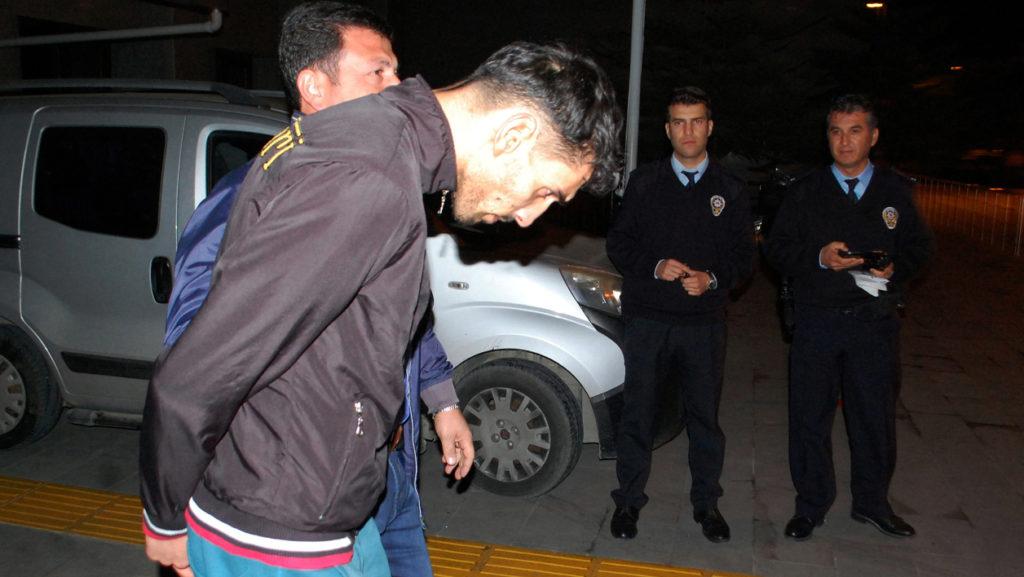 Mandat d'arrêt contre un proche de Salah Abdeslam — Attentats de Paris