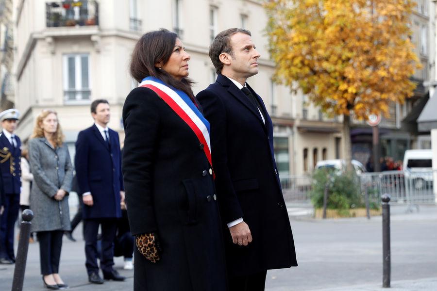 Macron rend hommage aux victimes, deux ans après