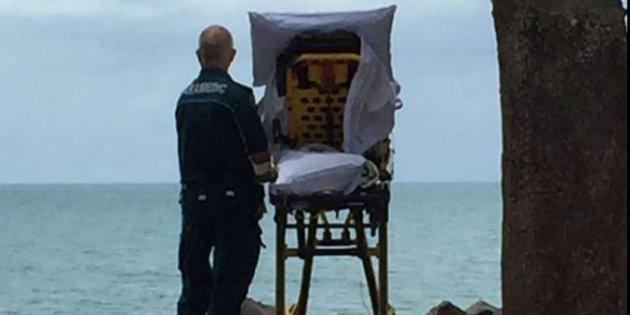 Des ambulanciers font un détour pour qu'une patiente en soins palliatifs puisse voir la mer — Australie