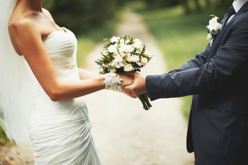 Il apprend quelques heures avant son mariage qu'il n'est plus mourant