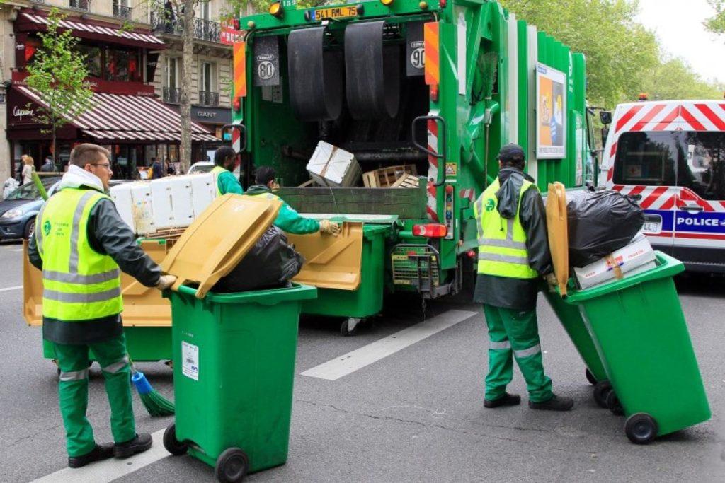 La grève des éboueurs reconduite mardi — Paris