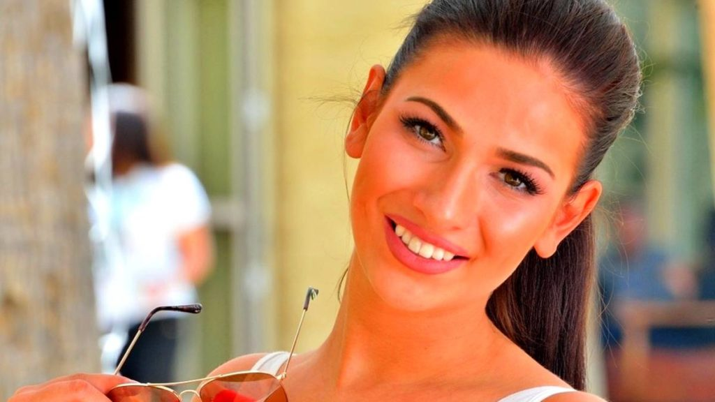 Olivia Nova, jeune star du porno, retrouvée morte chez elle — États-Unis
