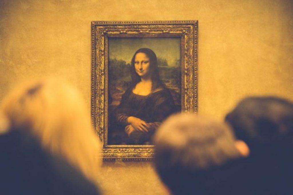 Interpellé tout nu au Louvre devant la Joconde