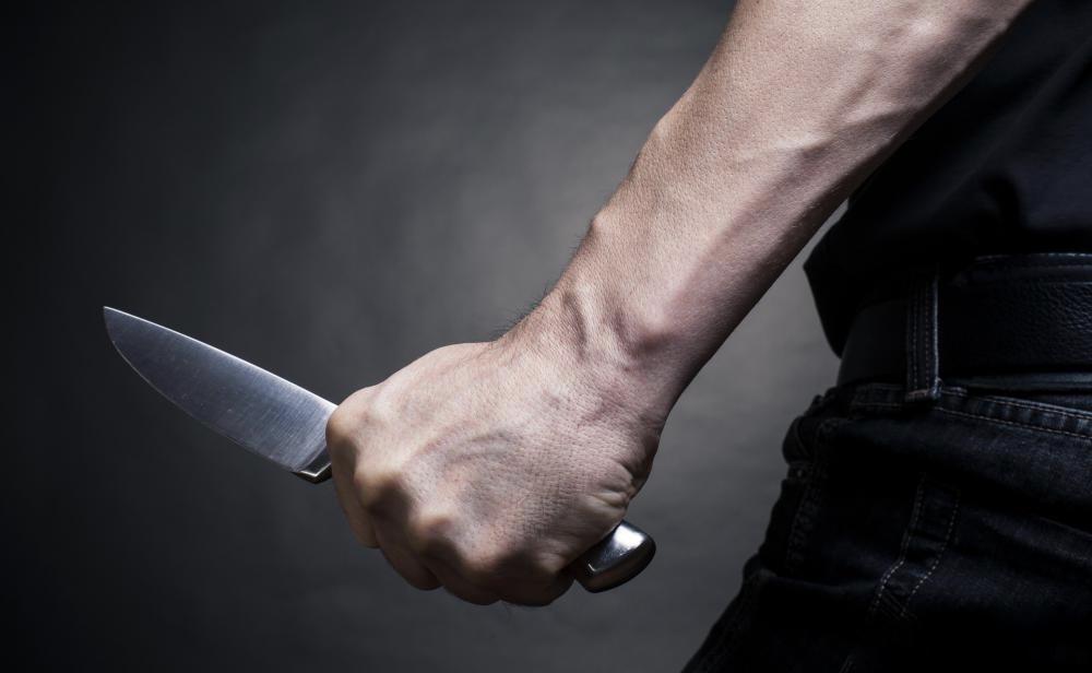 Il poignarde mortellement sa soeur de 16 ans