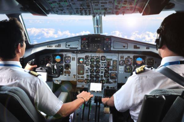 Contrarié par un coupe-cigare confisqué, le pilote menace de crasher l'avion