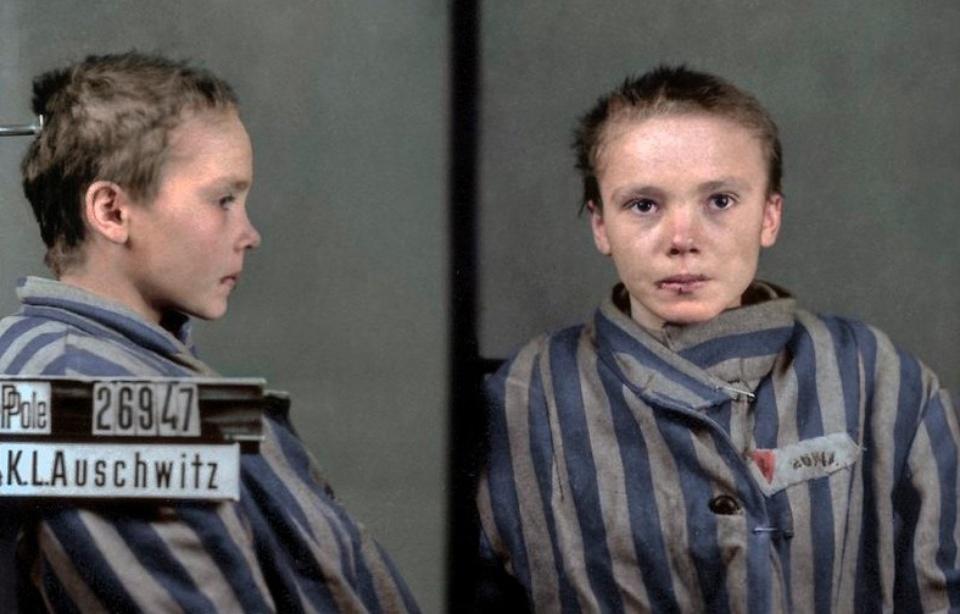 Le cliché recolorisé d'une jeune déportée émeut — Auschwitz
