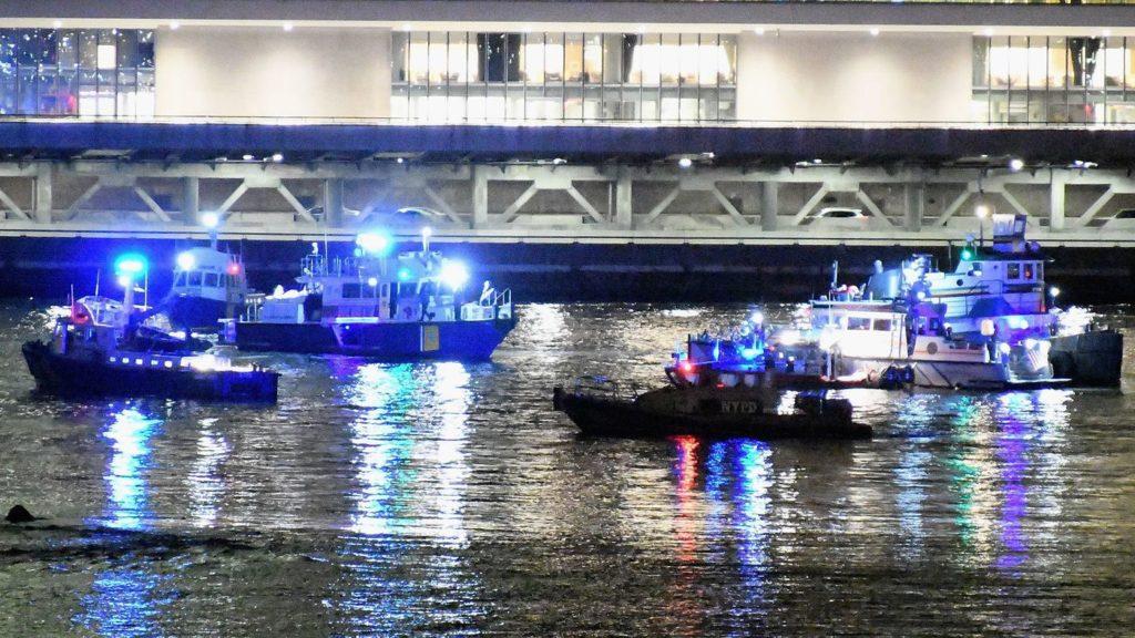 Un hélicoptère s'écrase dans l'East River à New York, cinq morts