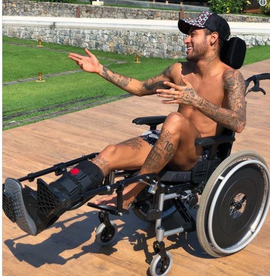 Neymar rend un hommage de mauvais goût à Stephen Hawking