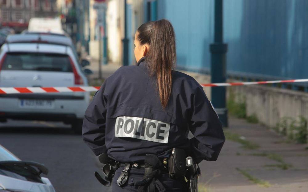 La policière renversée par le chauffard lui tire dessus — Argenteuil