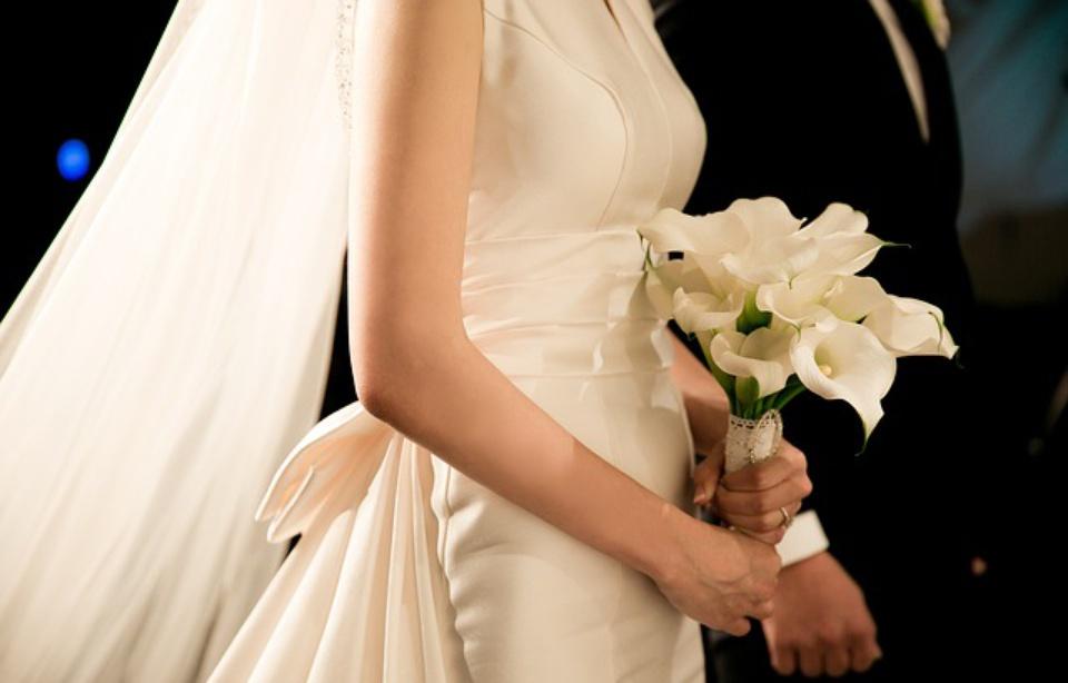 Le marié ne souriait pas assez — Mariage annulé