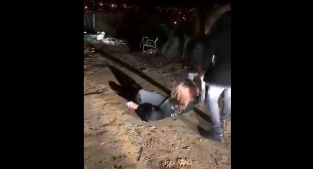 237f560a342 La vidéo d une femme violemment frappée à coup de ceintures choque ...