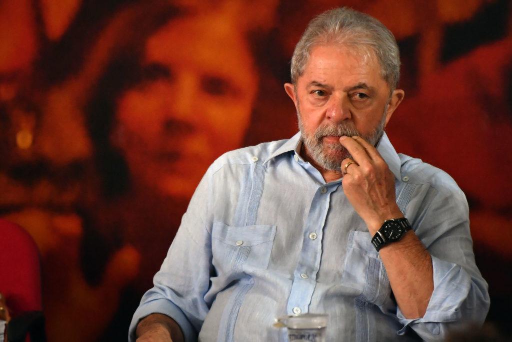 Lula favori de l'élection présidentielle depuis sa prison — Brésil