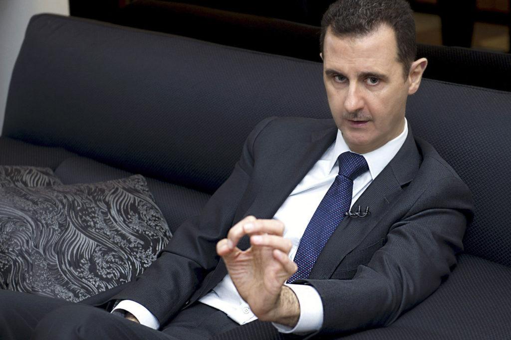 Emmanuel Macron se fâche devant les eurodéputés — Frappes en Syrie