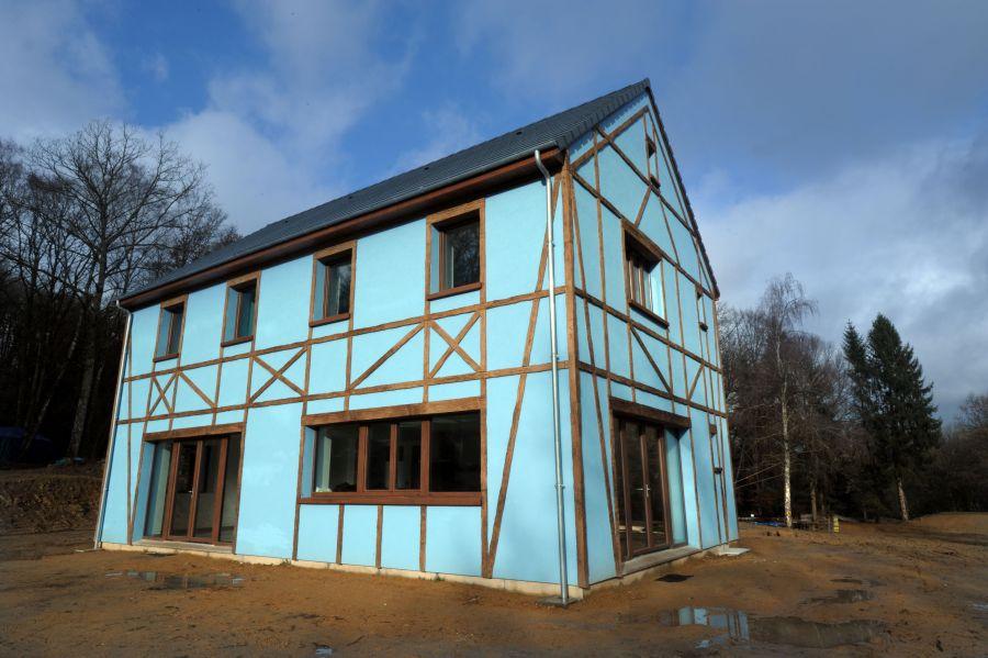 Une maison 100 autonome construite dans la creuse for Acheter une maison au sud de la france