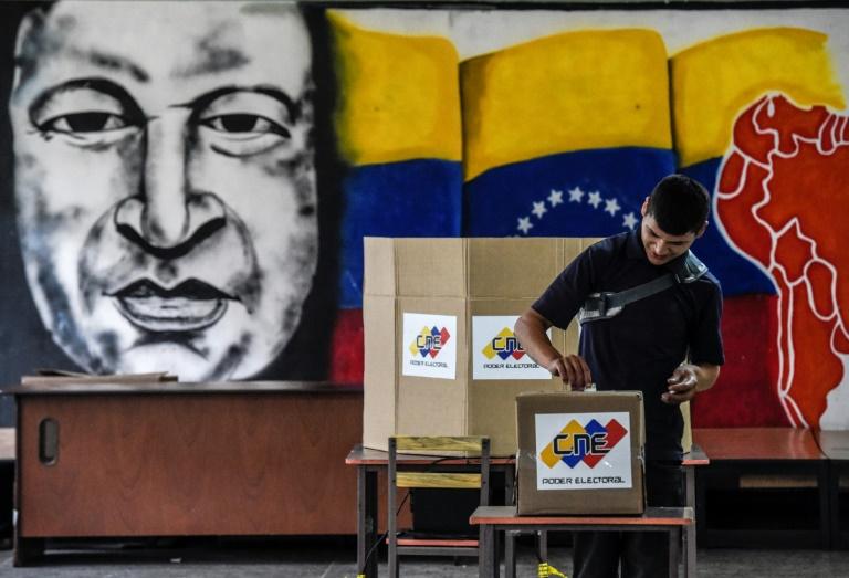venezuela des bureaux de vote ouverts apr s l 39 heure officielle de fermeture minutenews. Black Bedroom Furniture Sets. Home Design Ideas