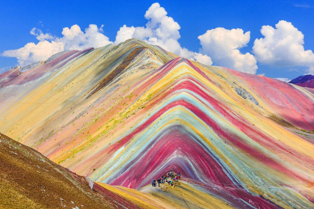 Vinicunca : L'incroyable montagne aux couleurs de l'arc en ciel du