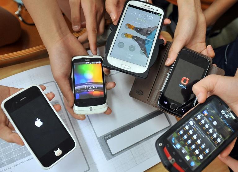 Les smartphones sont désormais interdits dans les écoles et collèges