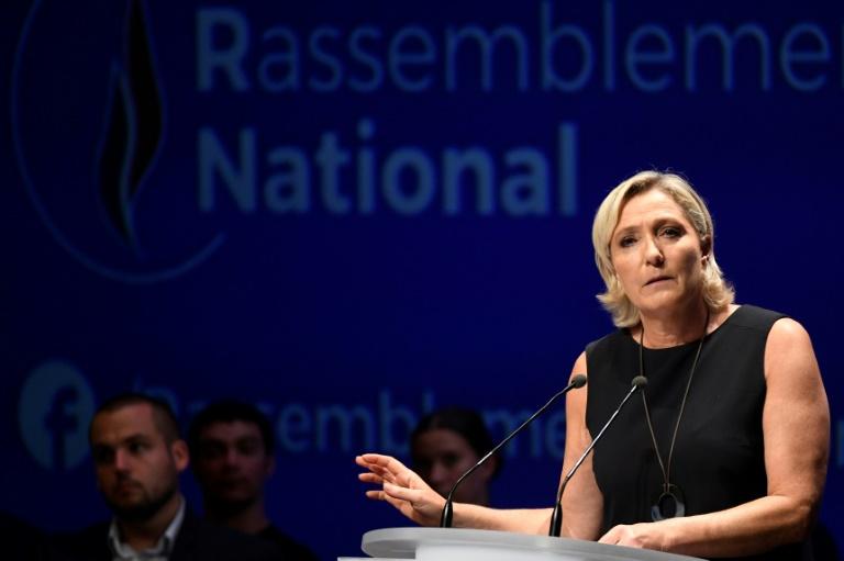 Photos de Daech postées sur Twitter: Le Pen s'indigne d'un ...